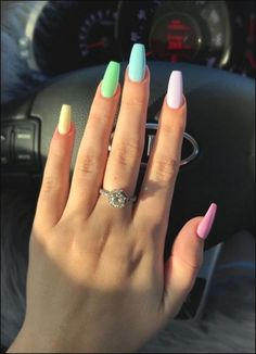 False nails have the advantage of offering a manicure worthy of the most advanced backstage and to hold longer than a simple nail polish. The problem is how to remove them without damaging your nails. Tattoo Diy, Bright Summer Nails, Colorful Nails, Spring Nails, Pastel Color Nails, Nail Summer, Bright Nails, Bright Colored Nails, Summery Nails