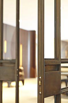 Art15 Steel door with bronze coating.