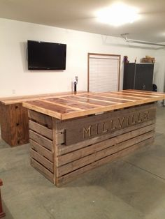 A big pallet transformed into a bar! #PalletBar, #RecycledPallet 1001pallets.com