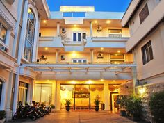 Tarakan Padmaloka Hotel Tarakan Indonesia, Asia Padmaloka Hotel Tarakan is perfectly located for both business and leisure guests in Tarakan. Both business travelers and tourists can enjoy the hotel's facilities and services. To be found at the hotel are free Wi-Fi in all rooms, 24-hour front desk, luggage storage, Wi-Fi in public areas, valet parking. Comfortable guestrooms ensure a good night's sleep with some rooms featuring facilities such as television LCD/plasma screen, ...