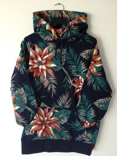 pozativ:    the mostbeautifulhoody ever, i will kill for this