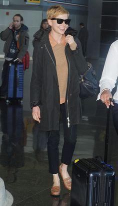Estilo al viajar / Michelle Williams en el aeropuerto JFK en Nueva York