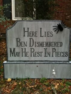 Halloween - gravestone for kelsey! suck it ben! Halloween Yard Art, Halloween Tombstones, Halloween Graveyard, Samhain Halloween, Outdoor Halloween, Diy Halloween Decorations, Holidays Halloween, Scary Halloween, Halloween Pumpkins