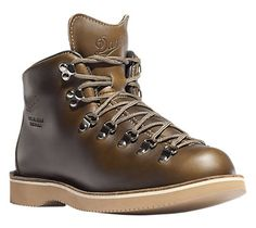 Mountain Light Lownsdale part of the Stumptown collection by Danner. Great collab b/w Tanner x Danner