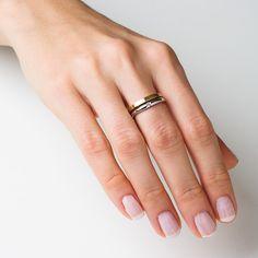 Znalezione obrazy dla zapytania pierścionek zaręczynowy z białego złota a obrączka z żółtego
