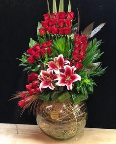 Funeral Flower Arrangements, Rose Arrangements, Beautiful Flower Arrangements, Funeral Flowers, Unique Flowers, Beautiful Flowers, Flowers Gif, Flowers Nature, Corporate Flowers