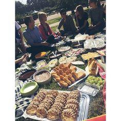 Kesä ja SUPERpiknik ja johdon leipomukset 👌😍🎶🍸🎉 #piknik #officelife…