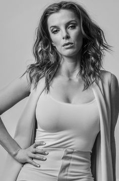 Best Betty Gilpin Images Betty Gilpin Nurse Jackie Actresses