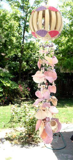 wind chime of shells -- Love Shell Wind Chimes, Diy Wind Chimes, Seashell Candles, Seashell Crafts, Mobiles, Ceiling Hangers, Blowin' In The Wind, Suncatchers, Yard Art