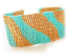 Ombre Bracelet with Blue and Gold Glass Beads by dicopebisuteria