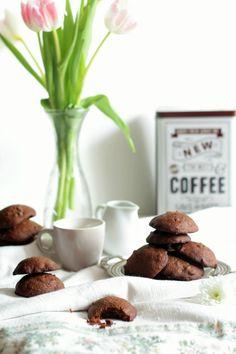 I cookies al doppio cioccolato sono dei biscotti dal cuore tenero e una crosticina croccante. Sono molto semplici da preparare, potrete usare una sola ciotola ed una frusta. I cookies classici sono…