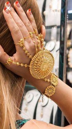 Mens Gold Jewelry, Gold Wedding Jewelry, Hand Jewelry, Bridal Jewelry, Jewlery, Gold Set Design, Gold Bangles Design, Gold Jewellery Design, Pakistani Jewelry