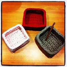 Cajas / cestos cuadrados con trapillo
