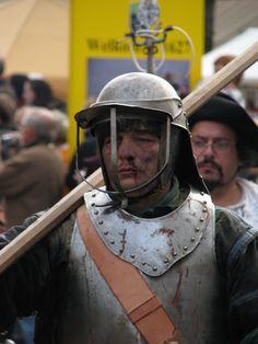 Slag om Grolle 2008-2 - Een piekenier marcheert door Groenlo naar het slagveld - Slag om Grolle - Wikipedia