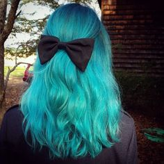 Dye Used: Manic Panic Atomic Turquoise Previous Hair Color: Very faded blue (almost gray) My URL : Seoulcitycandlelight