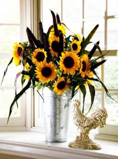 'Purple Majesty' millet and Texas sunflowers in a French flower bucket create an informal arrangement for a kitchen garden window. Photo: John Everett / John Everett