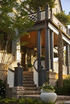 Kiawah Island, SC/ excellent use of dark building materials Beautiful Home Gardens, Beautiful Homes, Outdoor Spaces, Outdoor Living, Curved Staircase, Architectural Elements, Residential Architecture, Plein Air, Architecture Details