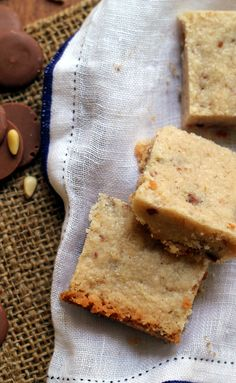 Toasted pine nut milk chocolate shortbread are delectably buttery and perfect for dunking into a warm cup of tea or coffee! Cookie Recipes, Dessert Recipes, Desserts, Cookie Crush, Vegetarian Chocolate, Cookie Bars, Bread Baking, Sweet Treats, Yummy Food