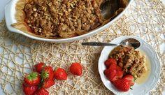 Vegan rabarber crumble met aardbeien