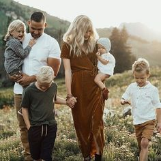 Chloe Family Shoot Gluten Free Recipes is gluten free low carb Fall Family Picture Outfits, Family Photo Colors, Family Portrait Outfits, Summer Family Pictures, Large Family Photos, Outdoor Family Photos, Family Picture Poses, Fall Family Photos, Country Family Photos