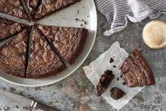 Almond Flour (I used C Sugar)- Sweet, decadent and ultra-fudgy, these almond flour brownies are sinfully delicious. Almond Flour Recipes, Coconut Flour, Almond Meal, Oat Flour, Fudge Brownies, Brownie Bar, Almond Flour Brownies, King Arthur Flour, Pudding