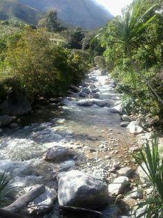 Rio Guatapurí descendiendo de la Sierra Nevada Valledupar Colombia