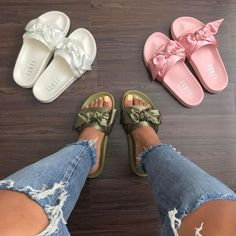 49 Slides Shoes You Will Definitely Want To Save - Cute Shoes, Women's Shoes, Me Too Shoes, Shoe Boots, Shoes Sneakers, Comfy Shoes, Pumas Shoes, Comfortable Shoes, Sac Moschino