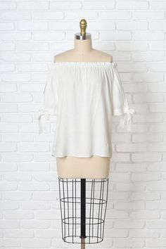 White Linen Off-the-Shoulder Blouse | #offtheshoulder #offtheshoulderblouse #springfashion
