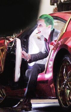 David Ayer Breaks Out the Big Guns for More Behind-the-Scenes Photos from Suicide Squad | moviepilot.com