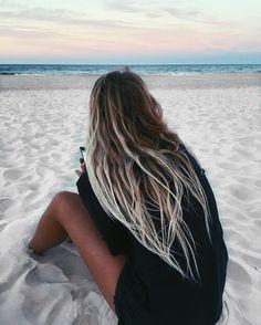 beach hair The 74 Hottest Blonde Hair Looks to Copy This Summer Beach Blonde Hair, Beachy Hair, Blonde Hair Looks, Long Beach Hair, Brown Beach Hair, Beach Blonde Highlights, Hair Highlights, Blonde Plage, Surfer Girl Hair