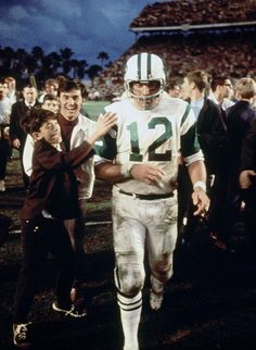NY Jets' Joe Namath / QB led the Jets to victory over favored Baltimore in Super Bowl III. Jets Football, Nfl Football Players, Alabama Football, School Football, American Football League, National Football League, Football Pictures, Sports Photos, Nfl Photos