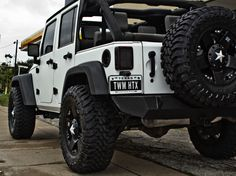 A white jeep wrangler with Rockstar rims?! I'm in heaven. I want!!!!!!!