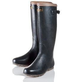 Cold Weather Boots: Foldable Japanese Rubber Boots - Uniquely compactable wellies that fold down to store with ease. Soft, supple combination natural and synthetic rubber construction. For use in paddy farms or Sock Shoes, Shoe Boots, Shoe Bag, Fashion Shoes, Mens Fashion, Style Fashion, Synthetic Rubber, Hunter Boots, Rubber Rain Boots