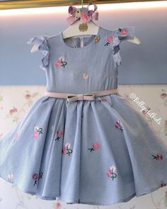 Dresses For Kids – Lady Dress Designs Frocks For Girls, Kids Frocks, Little Dresses, Little Girl Dresses, Girls Dresses, Baby Girl Fashion, Toddler Fashion, Kids Fashion, Baby Dress Design