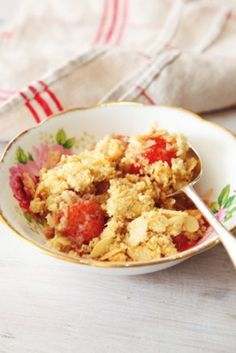 Strawberry and Almond Crumble Recipe by Nigella Lawson : Food Network UK Crumble Recipe, Crumble Topping, Berry Crumble, Food Network Recipes, Cooking Recipes, Best Shakes, Nigella Lawson, Dessert Recipes, Desserts