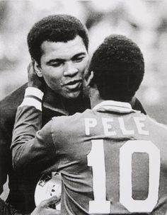 Muhammad Ali and Pelè on his last professional game,1977