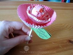 Tootsie Pop flower using muffin liners. So cute and EASY!