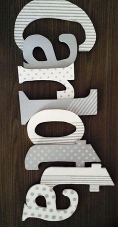 Lettere in legno dipinte e decorate con stencil
