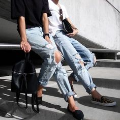 """""""Distressed @forever21 boyfriend jeans with @c.phraph #ootd #wiwt #potd #tumblr #outfitoftheday #vscocam #vsco #love #whatiwore #denim #jeans #f21xme…"""""""