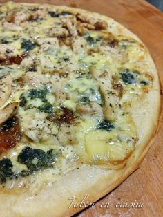Pizza with fourme d'Ambert, hen and onion confit Ambert pizza, hen and onion confit - Tabou En Delicacies Tart Recipes, Pizza Recipes, Healthy Recipes, Pizza Buns, Quiche Muffins, Margarita Pizza, Food Tags, French Toast, Vegan Pizza