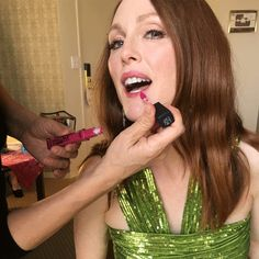 Julianne Moore getting ready for the SAG Awards Julianne Moore, Old Makeup, Sag Awards, Makeup Inspiration, Pretty Woman, Beauty Hacks, Fashion Show, Actresses, Actors