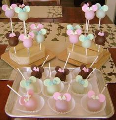 minnie-pops - assortment of Minnie Mouse silhouette cake pops, sticks marked with black dot = sweet choc cake/vanilla ABC, unmarked sticks = vanilla cake/vanilla ABC, chocolate or vanilla bark (tinted pink/green) coating, candy clay adornments Minnie Mouse Cake Pops, Bolo Minnie, Silhouette Cake, Mouse Silhouette, Paletas Chocolate, Rodjendanske Torte, Disney Themed Cakes, Cake Pop Sticks, Birthday Desserts