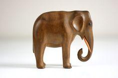 Vintage Carved Wood Elephant Wooden Elephant, Elephant Art, Elephant Sculpture, Wood Animal, Little Elephant, Ceramic Animals, Wood Tools, Wood Creations, Whittling