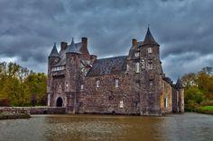 Le château de Comper dans la forêt de Paimpont : La beauté des paysages du sud de la Bretagne - Linternaute.com Week-end