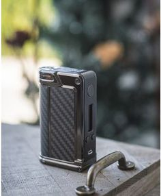 Lost Vape Paranormal DNA166 Box Mod equipped with the newest Evolv DNA 250 chipset, built in Escribe software, upgradeable firmware. Powerered by dual 18650 batteries, offers a maximum output of 166W, along with a full temperature control mode.