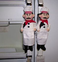 Unique Trading Company, Inc. - Handmade Decorative Refrigerator Handle Covers It's the easy way to keep Unique Trading Company, Inc. - Handmade Decorative Refrigerator Handle Covers It's the easy way to keep your refrigerator handles clean and beautiful! Fridge Handle Covers, Felt Crafts, Diy And Crafts, Bistro Decor, Dressing Design, Sewing Crafts, Sewing Projects, Chef Kitchen Decor, Crochet Chicken