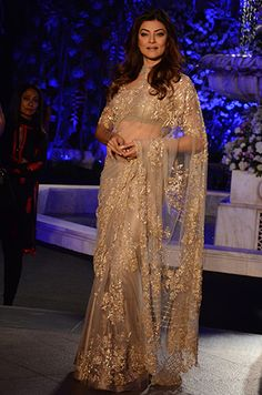 Look who made it to Lakmé Fashion Week! Stylish Sarees, Stylish Dresses, Fashion Dresses, Indian Party Wear, Indian Wedding Outfits, Lakme Fashion Week, India Fashion, Fancy Sarees, Party Wear Sarees