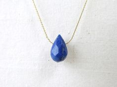 ☆在庫追加しましたやや大きめの天然石ラピスラズリのしずくを用いたネックレスです。ストーンは地球のような神秘的な色合い…深みのある美しいブルーです...|ハンドメイド、手作り、手仕事品の通販・販売・購入ならCreema。