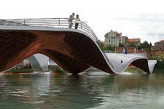 The Footbridge of Maribor by Ja Architecture. Maribor, the second largest city in Slovenia, prepares itself to become the European Capital of Culture in Architecture Paramétrique, Amazing Architecture, Creative Architecture, Futuristic Architecture, Parque Linear, Bridge Structure, Arch Bridge, Bridge Design, Pedestrian Bridge