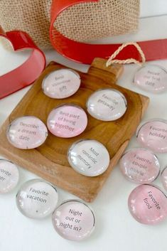 How to make DIY romantic conversation stones for a fun and cheap date night activity. if you're tired of only talking about your kids or work check out these easy conversation starter stones. Valentines Day History, Valentines Day Gifts For Her, Valentines Day Decorations, Valentines Diy, Pick Up, Craft Gifts, Diy Gifts, Valentine's Day Outfit, Just Because Gifts